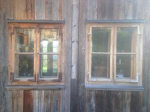 Vieux bois gris avec châssis de récupération