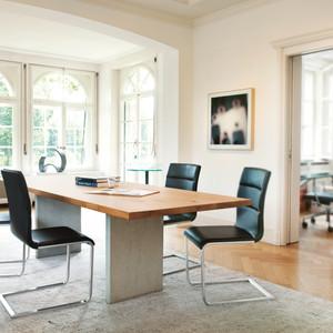 3 Tisch Henry Girsberger.jpg