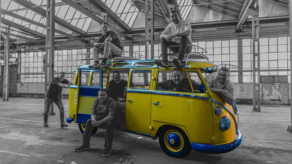 VW_Bus_Köche_SW_Farbe.jpg