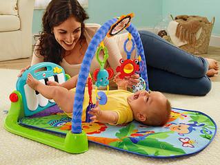 O desenvolvimento do bebê no quarto mês de vida.