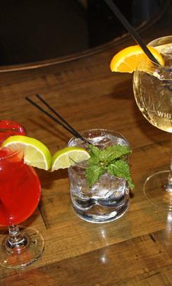 3-drinks-on-bar-ice-house-03.jpg