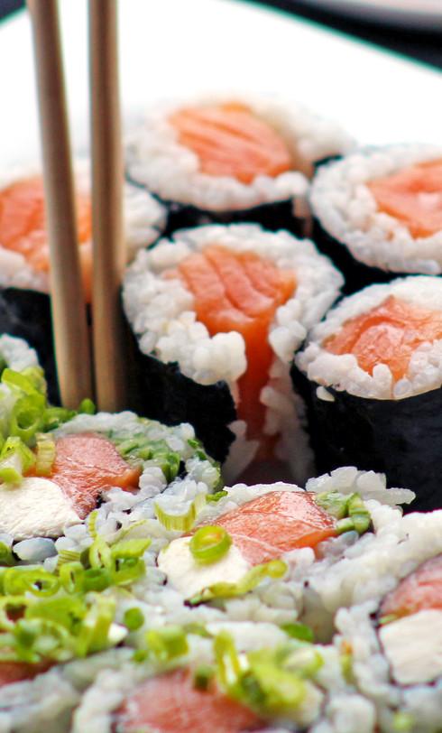 sushi-rolls-plate-03.jpg