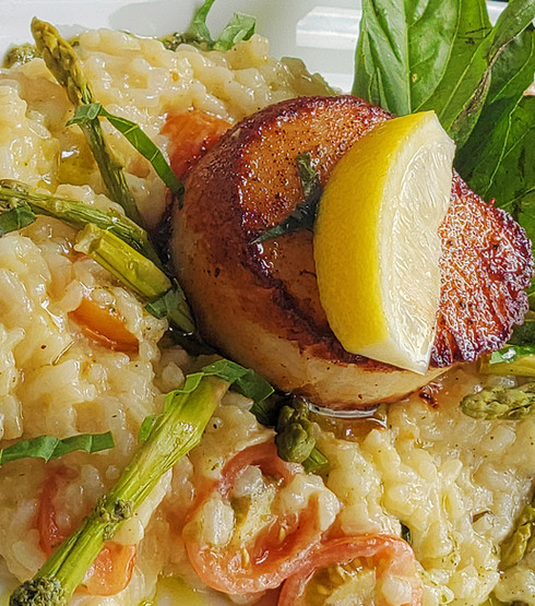 gigantic-scallop-contest-winner-at-fathoms-bar-and-grille-06b-web.jpg