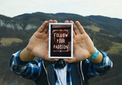 free-photo-hands-travel-mockup-psd-1000x