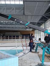mini grue araignée installation d'une piscine