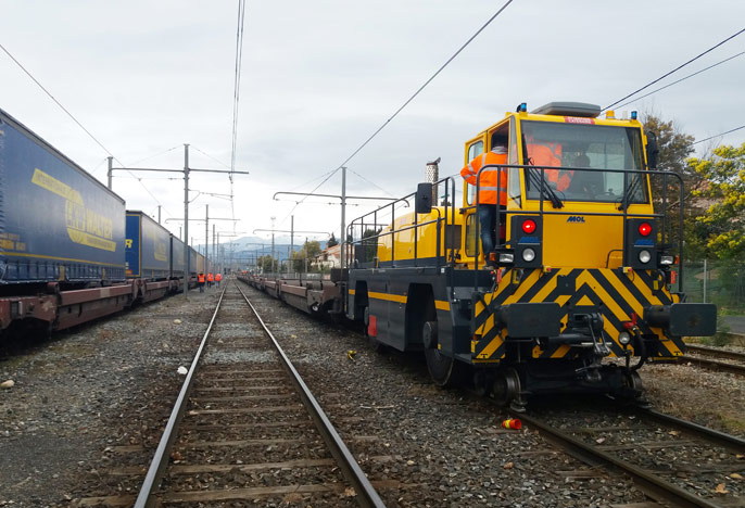 locotracteur-rail-route-RR2044-France-livraison-transport-lemonnier-mol-location-vente-maintenance-d