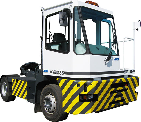 Tracteur portuaire aéroport lemonnier MOL location vente maintenance france entretient 4x4