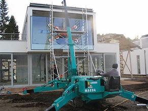 la location d'une  grue araignée pour poser une baie vitrée
