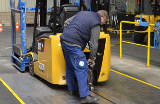 chariot elevateur cat Sécurité environnement Aprolis