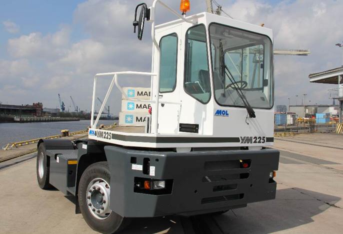 YM225 Tracteur portuaire aeroport