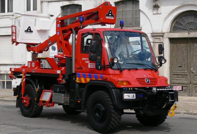 unimog-pompier-vehicule-incendie-nacelle