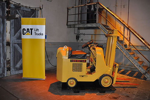 chariot elevateur cat 1965 Towmotor par Caterpillar