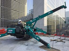 Louer une mini grue est une solution pour un chantier sur un toit