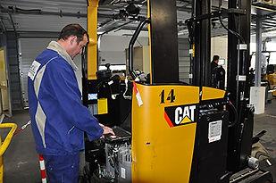 chariot elevateur cat technicien services