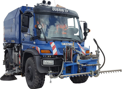 Unimog road cleaning