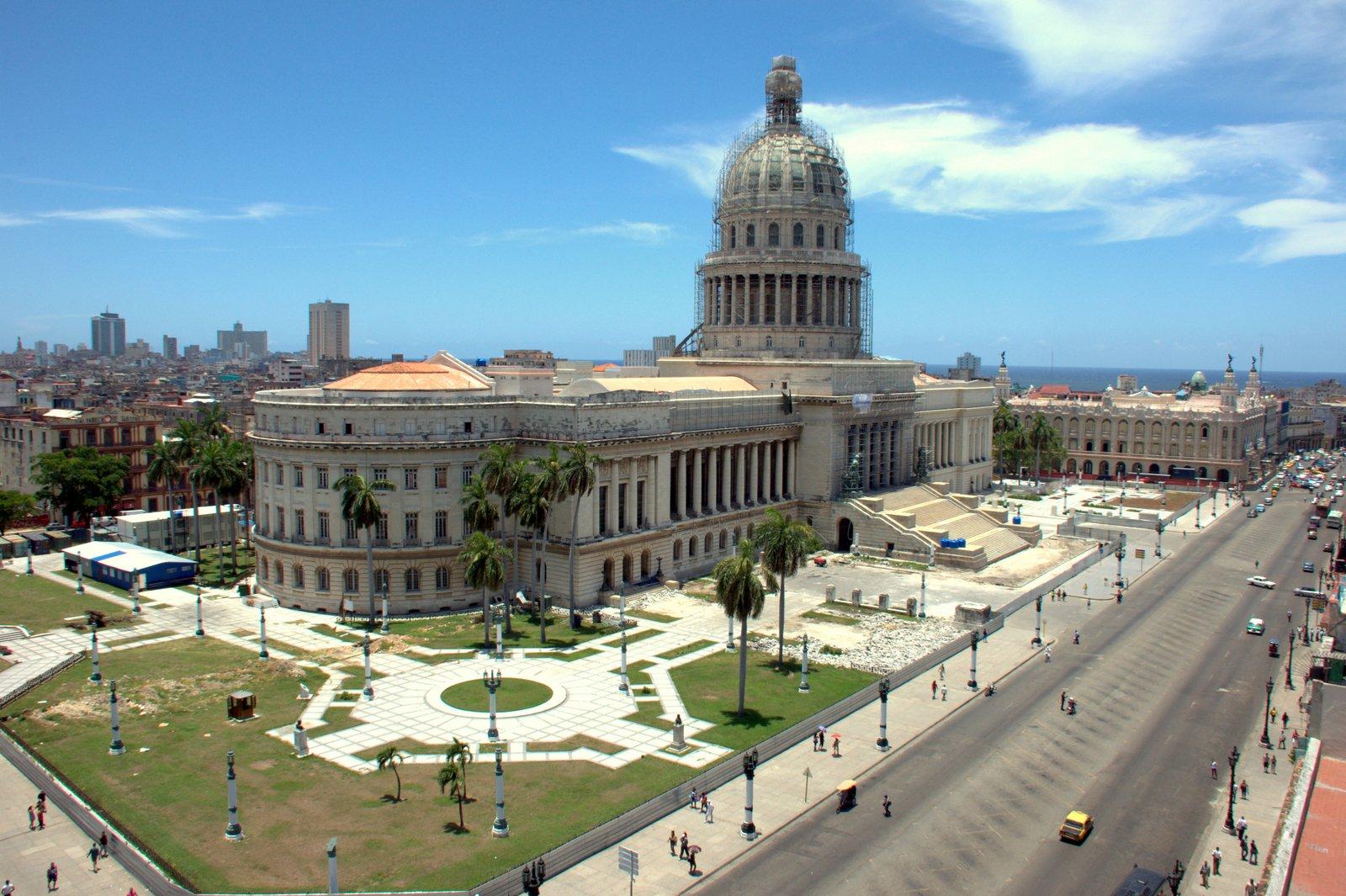 Capitolio y Centro Gallego
