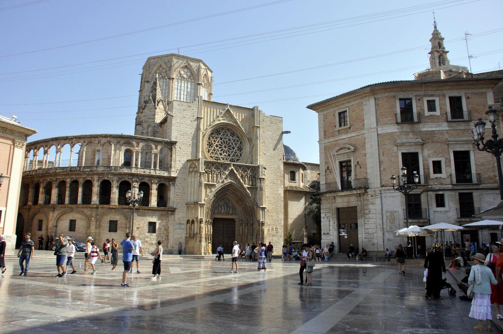 Catedral desde la Plaza de la Virgen