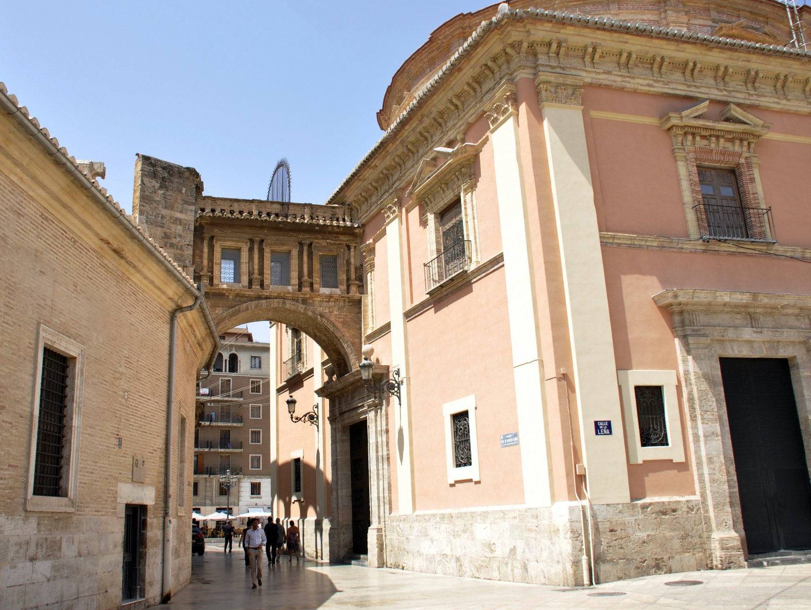 Puente entre catedral y basilica