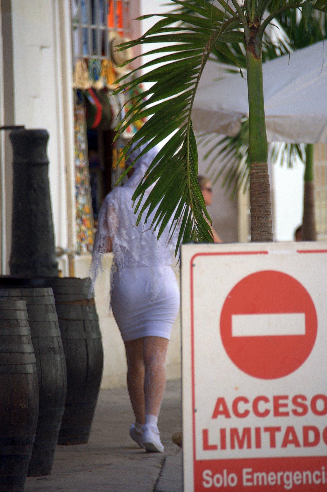Santera por la Habana Vieja