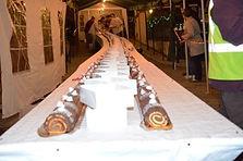 toute les années pour le 8 décembre les comercant de montluel vendent une bûche géante au profit d'association local.