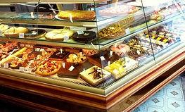 Que se soit avec du fruit ou du chocolat, nous aimons varier les goûts et les textures pour apporter une pointe d'originalité aux créations les plus classique.