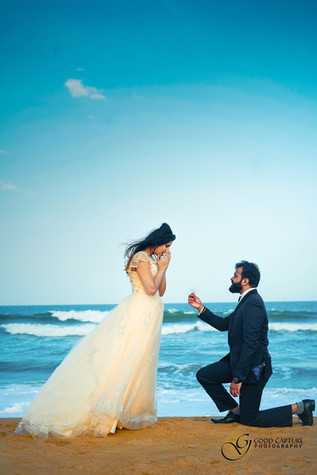 Guy proposing in candid pre wedding photoshoot session by Good Capture Photography
