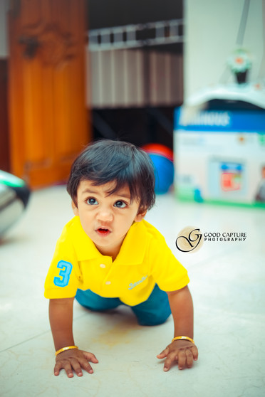 Kid crawling during a kid photoshoot in Chennai by Good Capture Photography best baby photographers in chennai