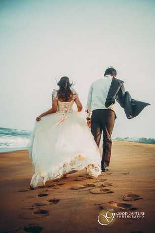 Couple photoshoot poses by Good Capture Photography