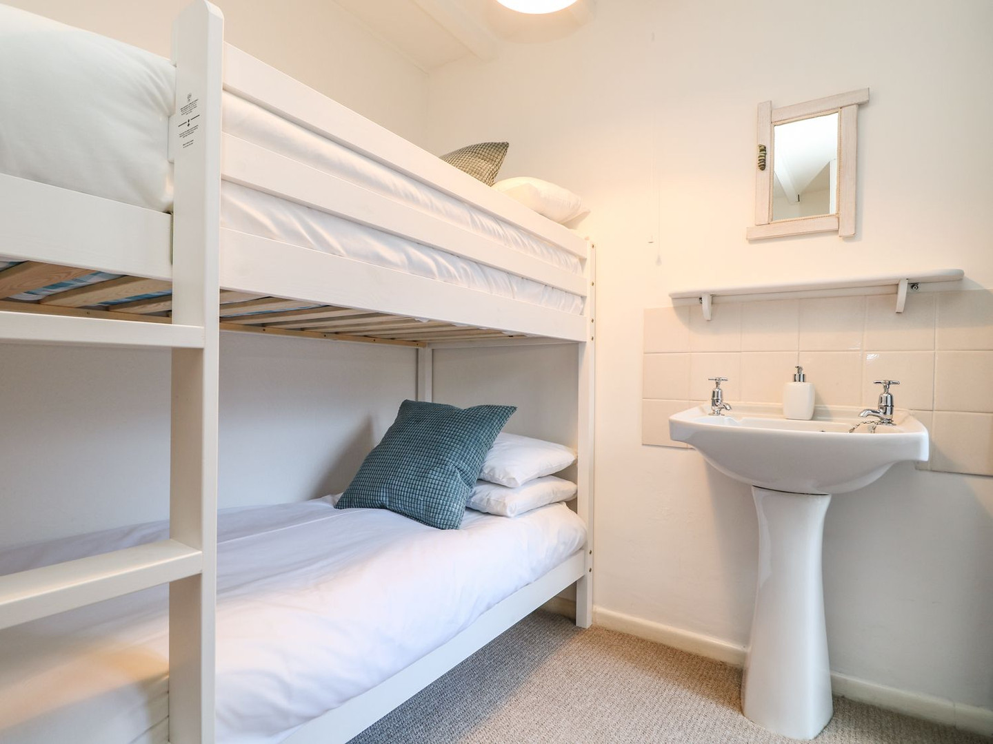 Cove_Cottage_Bunk_Room