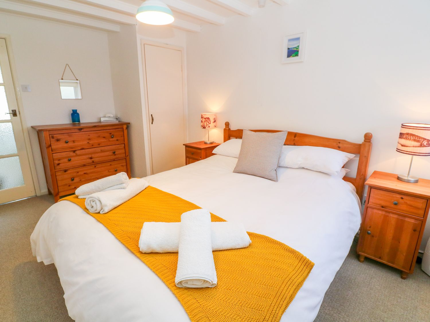 Gunwalloe_holiday_cottage_king_room
