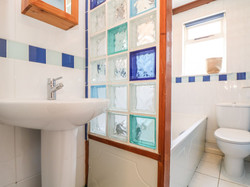 Cove_Cottage_Bathroom