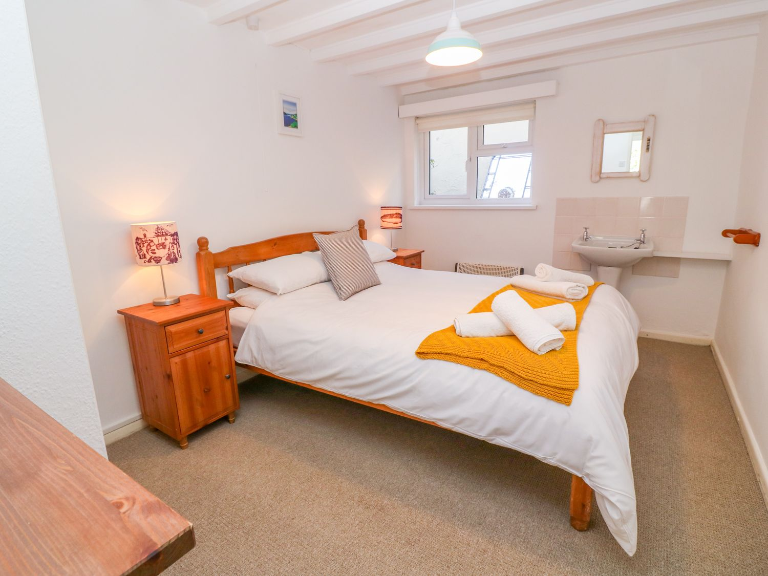 Gunwalloe_Holiday_Cottage_King_Room_2