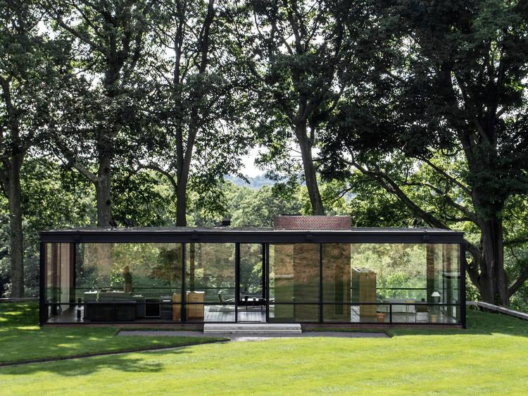 Philip_Johnson_The_Glass_House