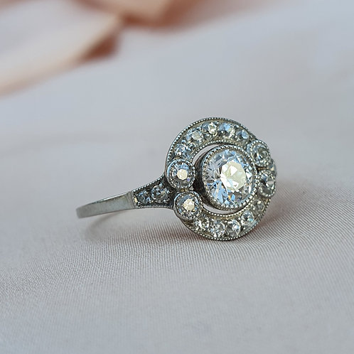 0.95 ct Diamond and Platinum Engagement Ring