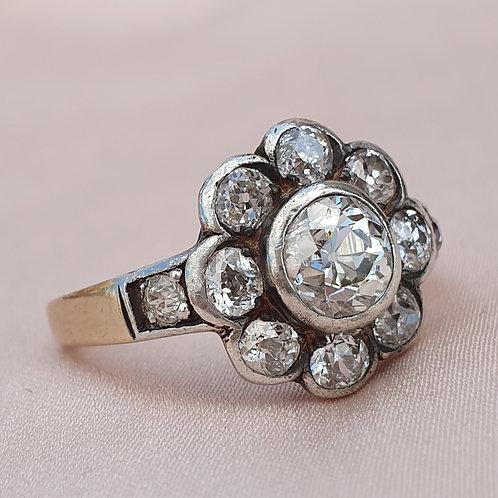 Late Victorian 2.20 Diamonds Gold Ring
