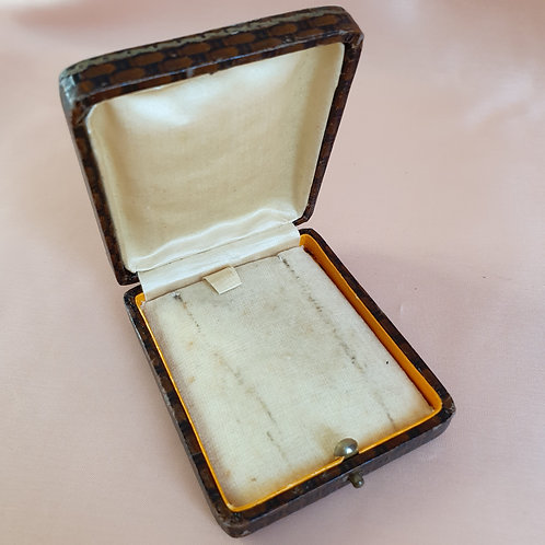 Antique Pendant Box