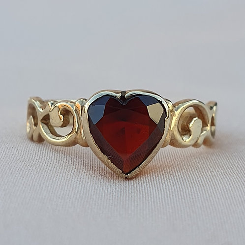 Late Victorian Garnet Heart Gold Ring