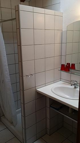 Bergerie -salle de douche.jpg