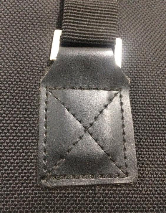 Các đường may dày đặc bố trí ở vị trí chịu lực giúp sản phẩm không bị hư hỏng ngay cả khi mang khối lượng rất nặng (dùng máy lập trình để thực hiện)