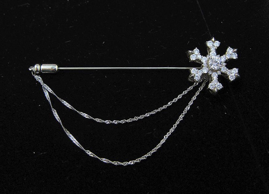 雪の結晶ピンブローチ