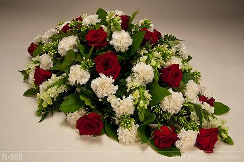 Grafstuk met rode rozen en witte anjers