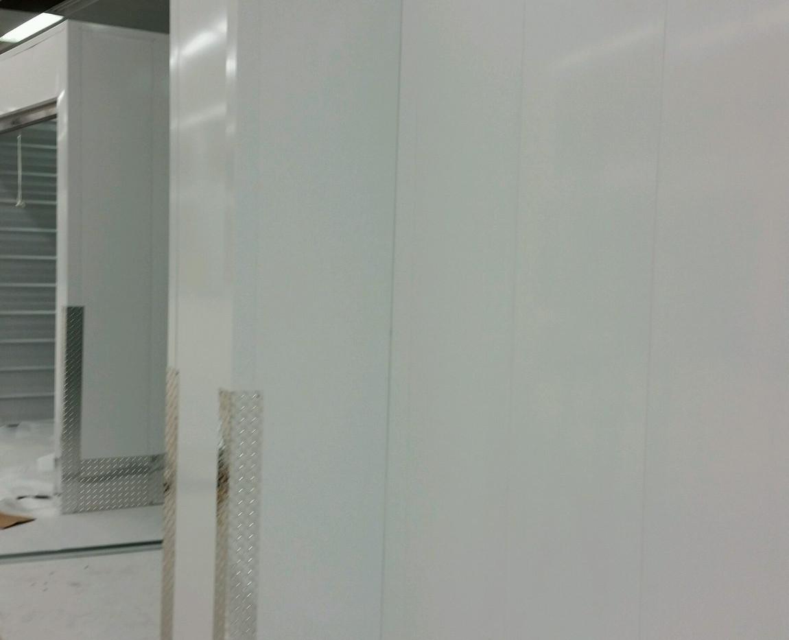 Flush panels with diamond plate kickplat