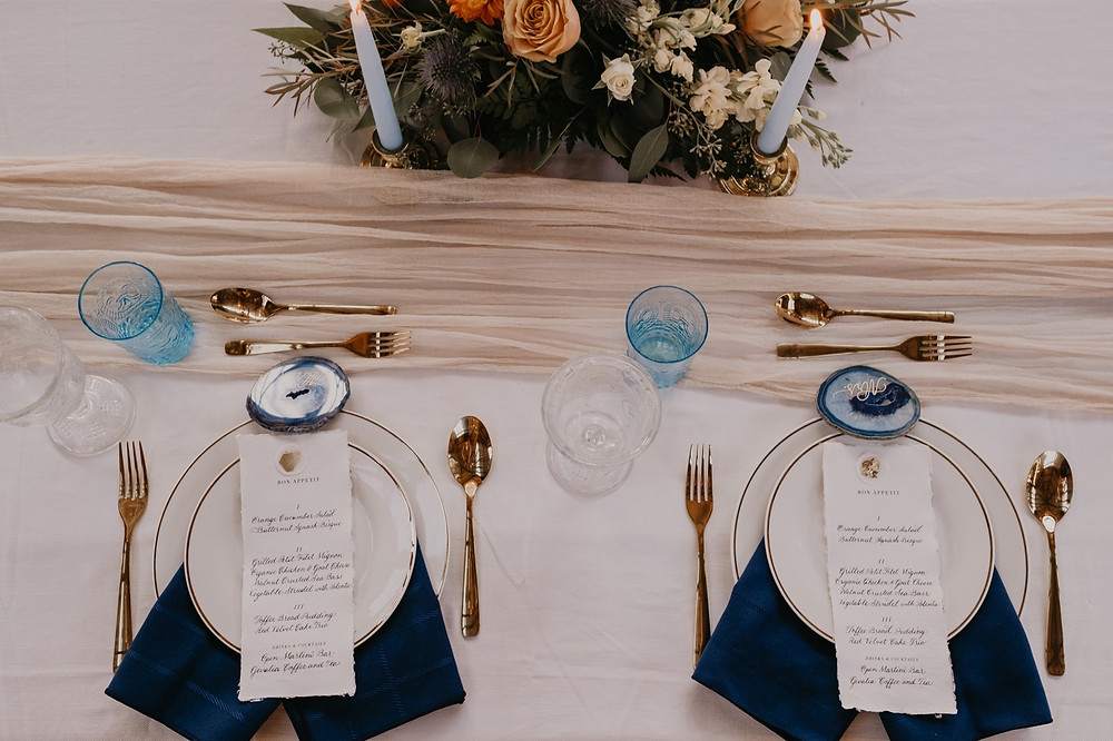 Head table setting at Detroit wedding. Photographed by Nicole Leanne Photography.
