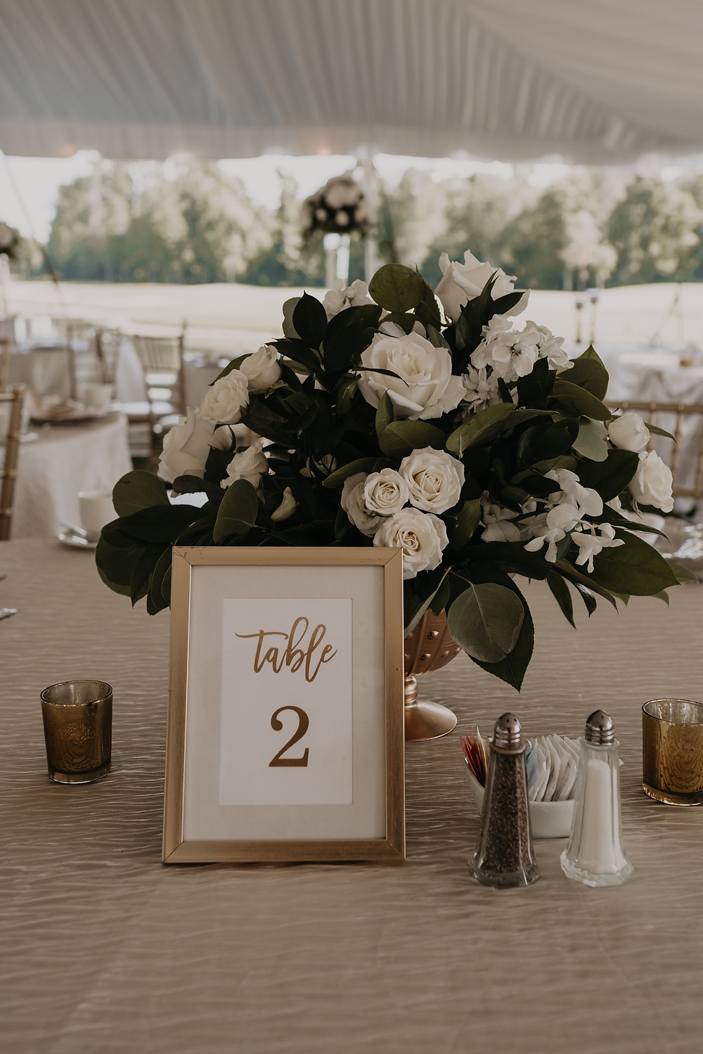 Wedding table decor and florals in Metro Detroit. Photographed by Nicole Leanne Photography.