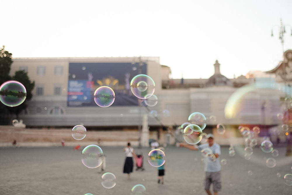 bubbles at Piazza del Popolo