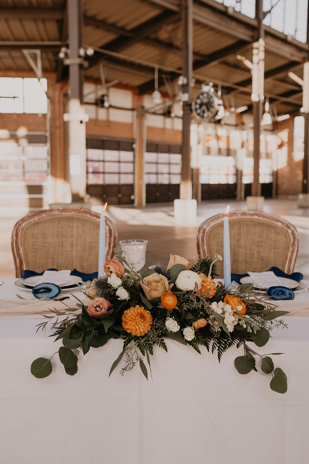 Head table flowers by Copper + Sage Collective. Photographed by Nicole Leanne Photography.