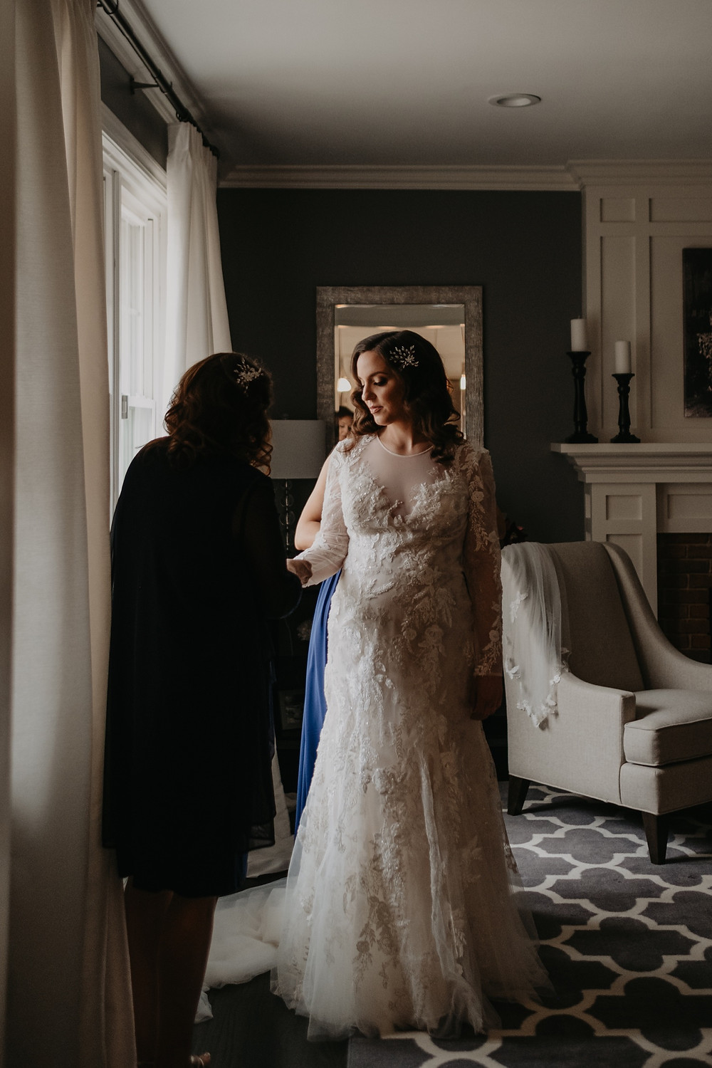 Bride on wedding day getting ready. Photographed by Nicole Leanne Photography.