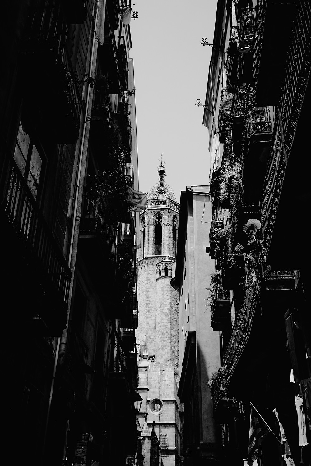 Black and white of Barcelona, Spain buildings. Photographed by Nicole Leanne Photography.