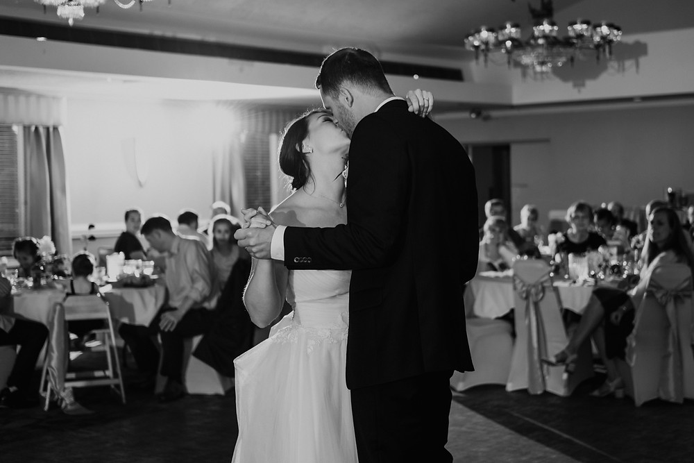 Authentic and unposed wedding photography. Photographed by Nicole Leanne Photography.