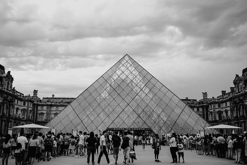 louvre museum, pyramid